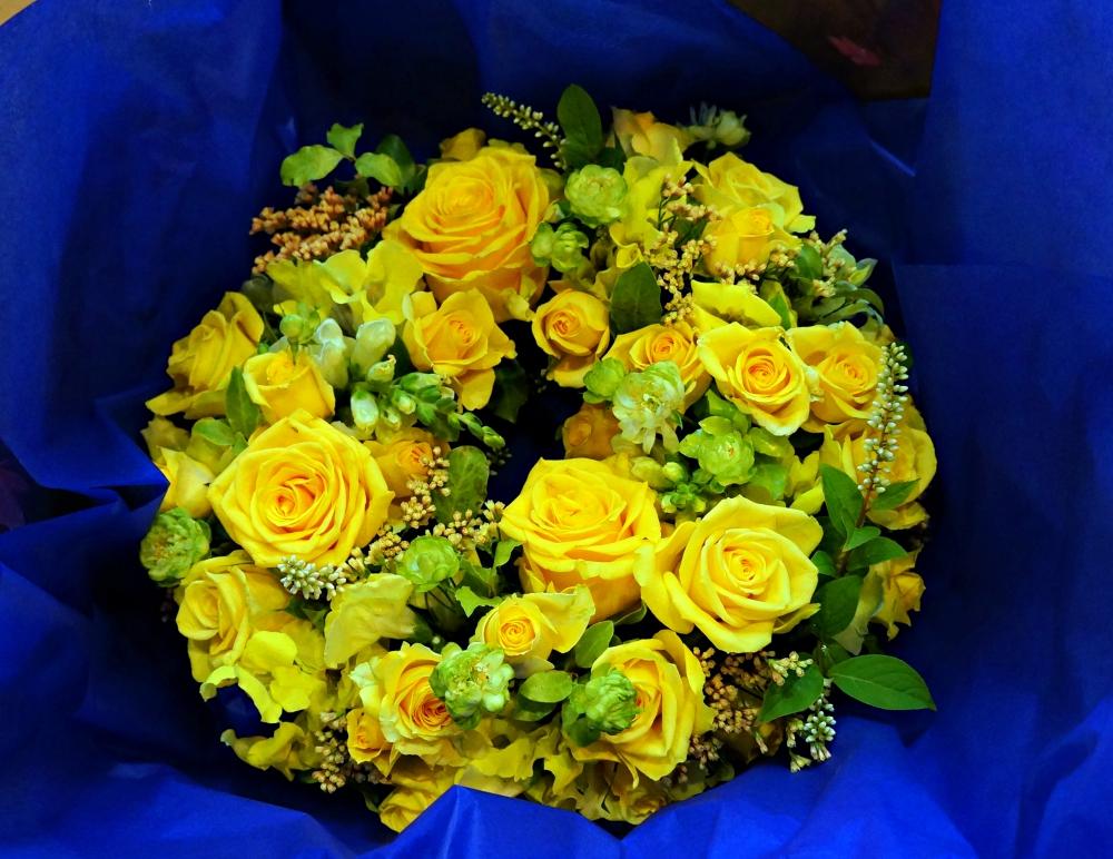 http://www.happybonjour.com/shop/flower/ayakosama2.JPG